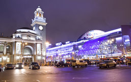Moskva-, Kievsky järnvägsstation och handelmitt Royaltyfri Fotografi