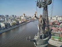MOSKVA - Maj 2019: Monument till kejsaren Peter den stora Peter First, arkitekt Zurab Tsereteli landmark flyg- sikt arkivbilder
