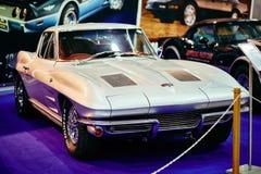 MOSKVA - MARS 09, 2018: Chevrolet Corvette C2 Sting Ray 1963 på Royaltyfria Bilder