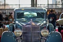 MOSKVA - MARS 09, 2018: Packard åtta 1934 på utställningen Oldtim Arkivbild