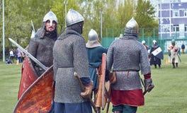 Moskva -, May 13 2017 Reconstraction av den medeltida striden arkivbilder