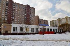 Moskva Moskva - Februari 20 2016 Rysk stolpe i det 16th området av Zelenograd Arkivfoto
