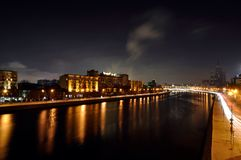 Moskva natt, flod, hus, Arkivbilder