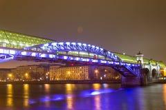 Moskva på natten, Andreevsky bro Royaltyfria Foton