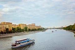 Moskva río terraplén 3 de julio de 2016 Foto de archivo