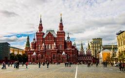Moskva, röd fyrkant och historiskt museum Arkivbilder