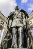 MOSKVA RUSSIA-APRIL, 13, 2015: Monument till kejsaren Alexander andra bronser arkivbilder