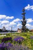 MOSKVA RUSSIA-8 av JUNI arbete för monument (Peter I) av hugga Arkivbilder