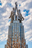 MOSKVA RUSSIA-JULY 18,2016; Sovjetisk monumentarbetare och kollektivjordbrukflicka i Moskva Vera Mukhina författare Royaltyfri Foto