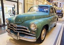 MOSKVA RUSSIA-JULY 11: Utställning av sovjetiska tappningbilar i Arkivbilder
