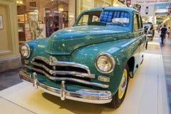 MOSKVA RUSSIA-JULY 11: Utställning av sovjetiska tappningbilar i Arkivfoto