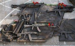 MOSKVA RUSSIA/SEPTEMBER 20,2017: Monument till den märkes- Mikhail Kalashnikov, skaparen av Kalashnikovanfallgeväret Royaltyfri Bild