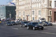 Moskva Ryssland 21 09 2015 Allmän sikt och trafiken på teatergatan Arkivbild