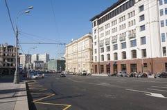 Moskva Ryssland 21 09 2015 Allmän sikt och trafiken på teatergatan Arkivbilder