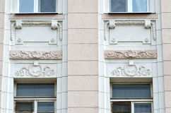 Moskva Ryssland, April, 19, 2015, rysk plats: Lyalin pereulok, hus nummer 11-13/1, bld 2 1910-1914 som bygger året av, lurar Royaltyfri Foto