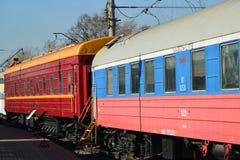 Moskva Ryssland - April 1 2017 Vagnar av drev Rus och Moskva-Warszawa i museum av historia av utveckling för järnväg transport royaltyfri foto