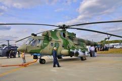 MOSKVA RYSSLAND - AUGUSTI 2015: höften för transporthelikoptern Mi-17 presen Arkivbilder
