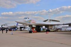 MOSKVA RYSSLAND - AUGUSTI 2015: strategisk bombplan Tu-160 Blackja för skurkroll Arkivfoto