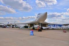 MOSKVA RYSSLAND - AUGUSTI 2015: strategisk bombplan Tu-160 Blackja för skurkroll Royaltyfria Bilder