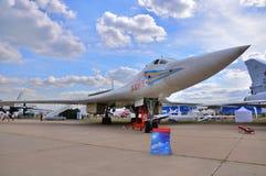 MOSKVA RYSSLAND - AUGUSTI 2015: strategisk bombplan Tu-160 Blackja för skurkroll Royaltyfri Bild