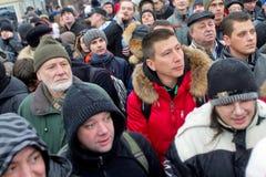 Moskva Ryssland - December 10, 2011 Anti--regeringen opposition samlar på den Bolotnaya fyrkanten i Moskva Arkivfoton