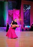 Moskva Ryssland, 3. december 2017, dansa av män och wo Arkivfoton