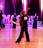 Moskva Ryssland, 3. december 2017, dansa av män och wo Royaltyfri Foto