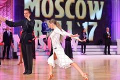 Moskva Ryssland, 3. december 2017, dansa av män och wo Royaltyfri Bild