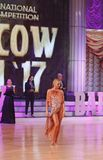 Moskva Ryssland, 3. december 2017, dansa av män och wo Arkivbild