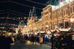 Moskva Ryssland - December 1, 2016: dekorerat av den röda fyrkanten för nytt år i Moskva, GUMMI och julen Arkivfoto