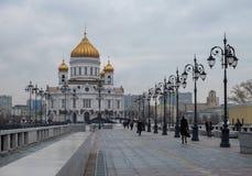 MOSKVA RYSSLAND - DECEMBER 20, 2017: domkyrkan av Kristus frälsaren Arkivfoton