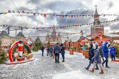 MOSKVA RYSSLAND - DECEMBER 7, 2016: Julmarknad på det röda set Arkivbild