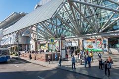 Moskva Ryssland - 09 21 2015 Europeisk köpcentrum på område av den Kiev järnvägsstationen Arkivbilder