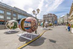 MOSKVA RYSSLAND - fans för JUNI 19 2018 Moskvamitt firar världscupen 2018 Fotografering för Bildbyråer