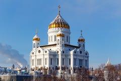 Moskva Ryssland - Februari 01, 2018: Domkyrka av Kristus frälsaren på bakgrunden för blå himmel moscow vinter Royaltyfria Foton