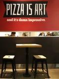 Moskva Ryssland - Februari 08, 2017: inre av en KFC restaurang och ett Pizza Hut kafé i centret Royaltyfri Fotografi