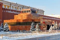 Moskva Ryssland - Februari 01, 2018: Mausoleum för Lenin ` s i röd fyrkant moscow vinter Fotografering för Bildbyråer