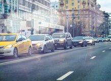 MOSKVA RYSSLAND - 17 FEBRUARI 2019: Trafikstockning i gatan av utsikten Mira arkivfoto