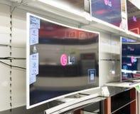 Moskva Ryssland - Februari 02 2016 TV i eldorado är stora butikskedjor som säljer elektronik Royaltyfri Bild