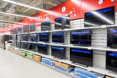 Moskva Ryssland - Februari 02 2016 TV i eldorado är stora butikskedjor som säljer elektronik Fotografering för Bildbyråer