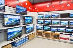 Moskva Ryssland - Februari 02 2016 TV i eldorado är stora butikskedjor som säljer elektronik Arkivfoto
