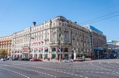 MOSKVA RYSSLAND - 21 09 2015 Hotellmedborgare på den Mokhovaya gatan nära Kreml Royaltyfri Foto