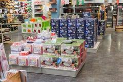 MOSKVA RYSSLAND - 24 09 2015 Inre av shoppar Hoff - en av det största ryska möblemangnätverket Arkivbild