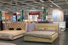 MOSKVA RYSSLAND - 24 09 2015 Inre av shoppar Hoff - en av det största ryska möblemangnätverket Arkivfoto