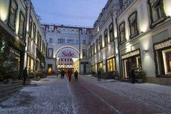 Moskva Ryssland - Januari 17, 2015 Fasaderna av boutique Royaltyfri Bild