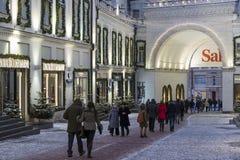 Moskva Ryssland - Januari 17, 2015 Fasaderna av boutique Arkivfoto
