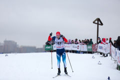 Moskva RYSSLAND - Januari 18 2015: Loppdeltagare av FIS kontinentala Ski Cup Royaltyfria Foton