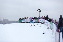 Moskva RYSSLAND - Januari 18 2015: Loppdeltagare av FIS kontinentala Ski Cup Arkivfoto
