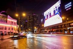 MOSKVA RYSSLAND - JANUARI 2016: Ny Arbat Novyi Arbat gata i Moskva i aftonen arkivfoto