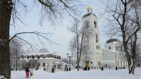 MOSKVA RYSSLAND - JANUARI 20, 2013: Relikskrin av vår dam Life-Giving Spring stock video